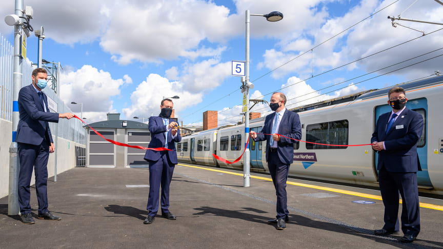 Stevenage MP Stephen McPartland cuts the ribbon with (l to r) Ed Akers, Principal Programme Sponsor, Network Rail; Chris Heaton-Harris MP,  Rail Minister; and Steve White, Chief Operating Officer, GTR