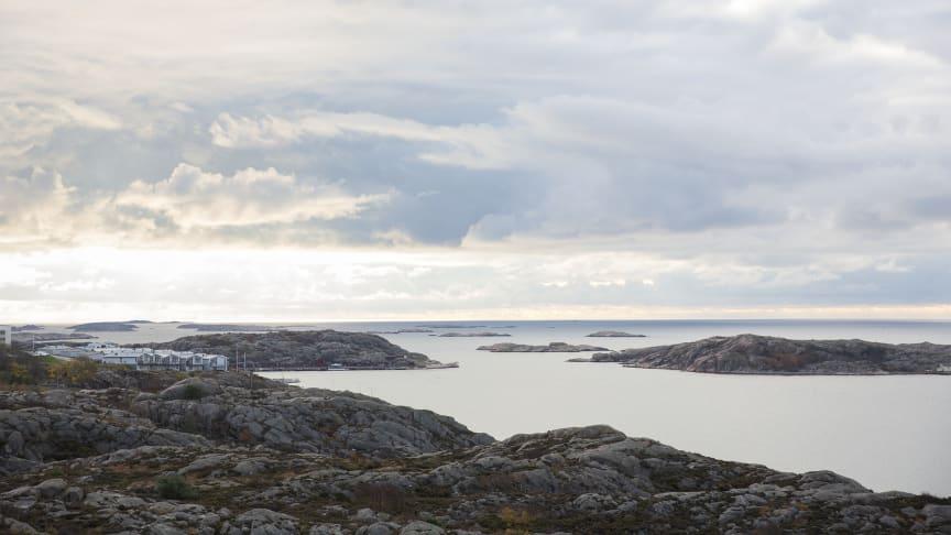 Cirka tvåhundra mil kust med kringliggande hav ger goda förutsättningar för såväl fiskerinäringen som ett växande vattenbruk. Foto: Natalie Greppi