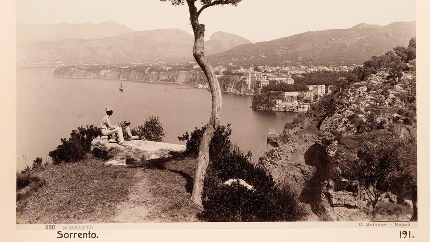 På resa i Italien. Hallwylska museets nya utställning berättar om turismens utveckling kring sekelskiftet 1900.