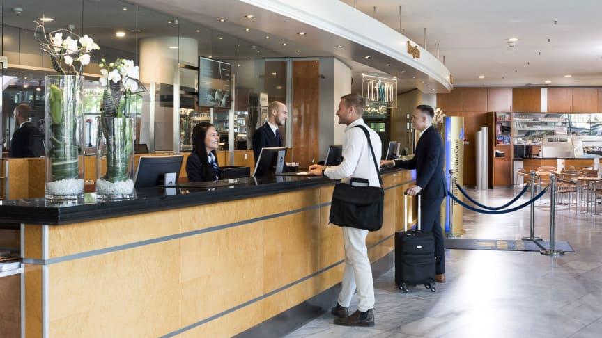 Freundlicher Empfang im Maritim Hotel Frankfurt: Bei den Kundenempfehlungen liegen die Maritim Hotels ganz weit vorn. Das zeigt die aktuelle Studie von Handelsblatt und YouGov-Institut.
