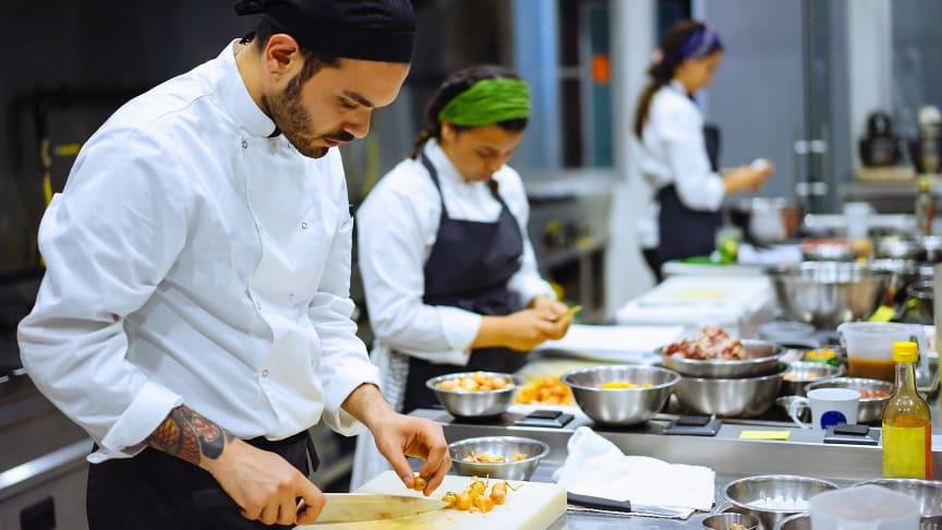 Vuxenutbildningsföretaget Astar har vunnit två upphandlingar på kort tid, varav en i restaurang och storhushåll på 13 orter.