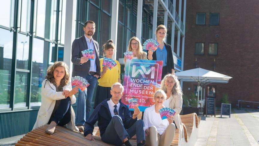 v.l. C. Kemme (Kulturbüro LH), O. Salomon (Eigenbetrieb Beteiligung LH), J. Marre & M. Leßmann (Muthesius Kunsthochschule), P. Behnke (Kulturbüro LH), G. Möller (MS Stadt Kiel), Y. Danker (Stadt- und Schiffahrtsmuseum) und E. Zeiske (Kiel-Marketing).