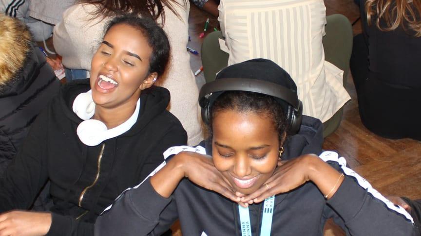 Deltagare på Kvinna till Kvinnas kunskapsutbyte för nyanlända tjejer.