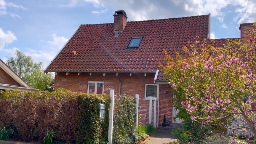 Lindab og Teknologisk Institut har gennemført radonmålinger for at dokumentere, hvilken effekt balanceret mekanisk ventilation har på reduktion af radon i et almindeligt dansk hus. Resultatet viser en effekt på 48 procent.