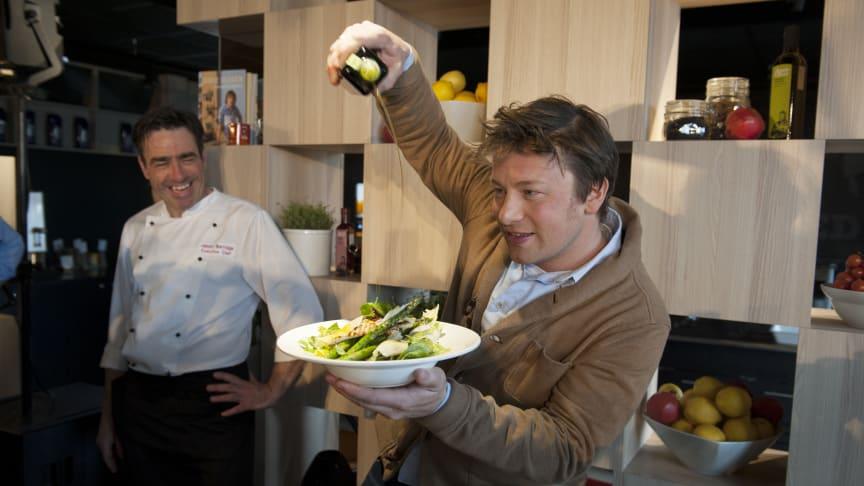 Jamie Oliver setter smak på Scandic-sommeren