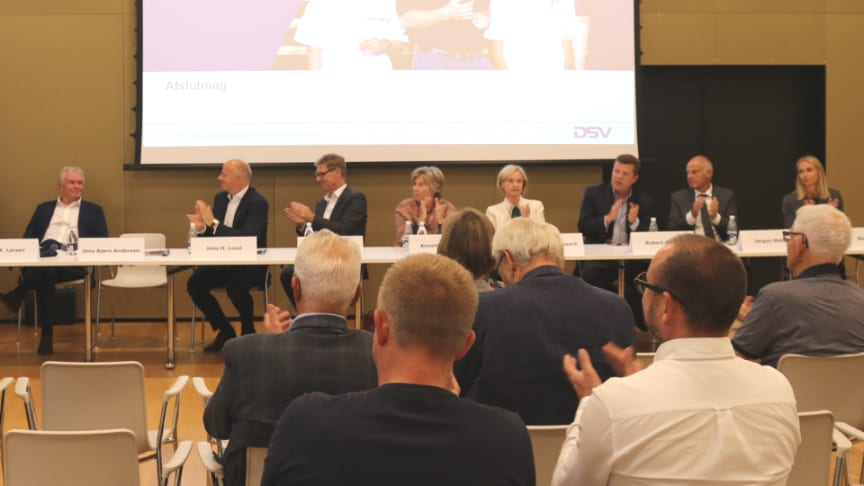 Now former Chairman Kurt Larsen received a round of applause following the announcement of his retirement at the extraordinary general meeting.