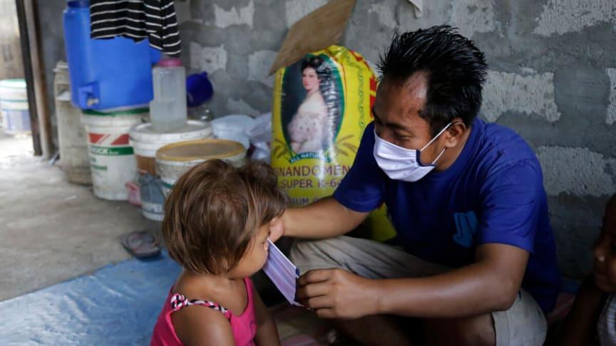 Nästan 600 miljoner barn utan ekonomiskt stöd under pandemin – trots att barnfattigdomen ökar