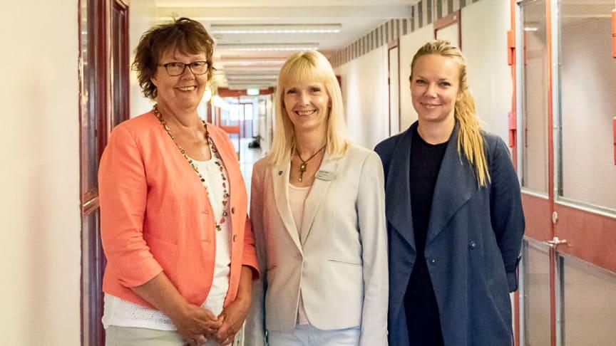 Einar Mattssons förvaltare i Hjulsta, Ylva Forslund, rektor Heléne Hodges och Läxhjälpens Matilda Svensson