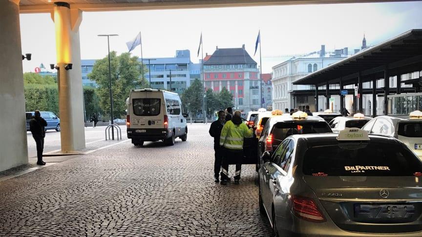 Kontroll av alle drosjer på Oslo S onsdag ettermiddag.