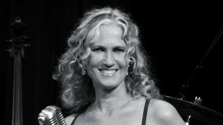 Maria Wells medverkar i Kära mamma med novellen Mors dag