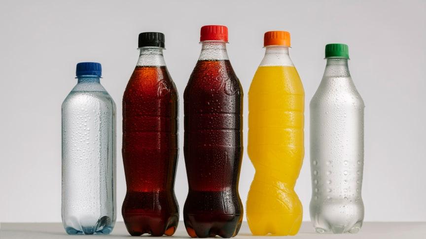 Coca-Cola i Sverige först ut att skifta hela lokalproducerade PET-portföljen till 100 procent återvunnen plast*