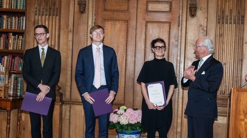Vitterhetsakademiens stipendiater inom Bernadotteprogrammet tar emot sina diplom av Kungen. Ceremonin ägde rum torsdagen den 25 april 2019 i Bernadottebiblioteket på Slottet.