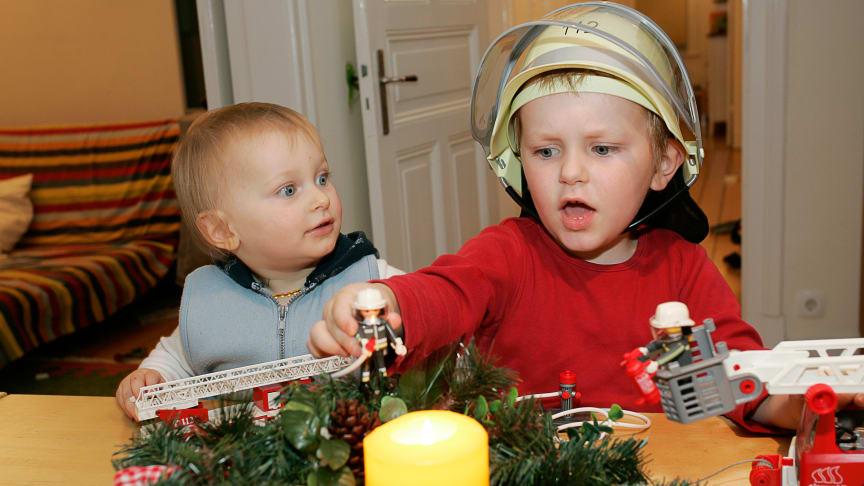 Kerzen gehören einfach zu Advents- und Weihnachtszeit. Doch ist hier erhöhte Vorsicht geboten. Foto: SIGNAL IDUNA