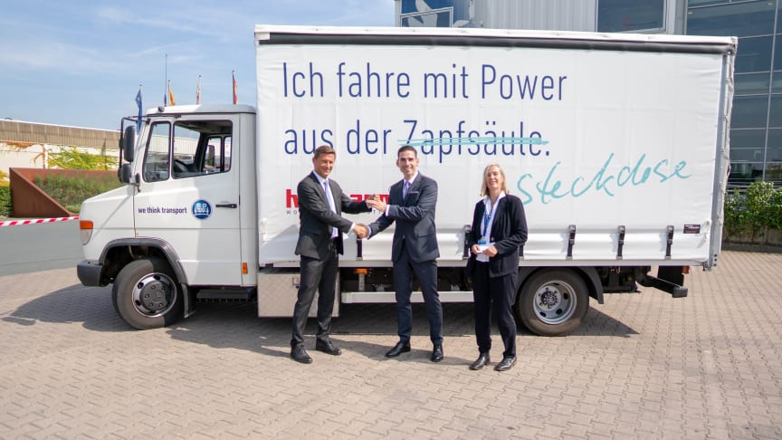 vl.: Markus Schell, persönlich haftender geschäftsführender Gesellschafter von BPW,  Mathias Magnor, Chief Operating Officer Road & Rail von Hellmann Worldwide Logistics, Prof. Dr. Sabine Bruns-Vietor, Hochschule Osnabrück