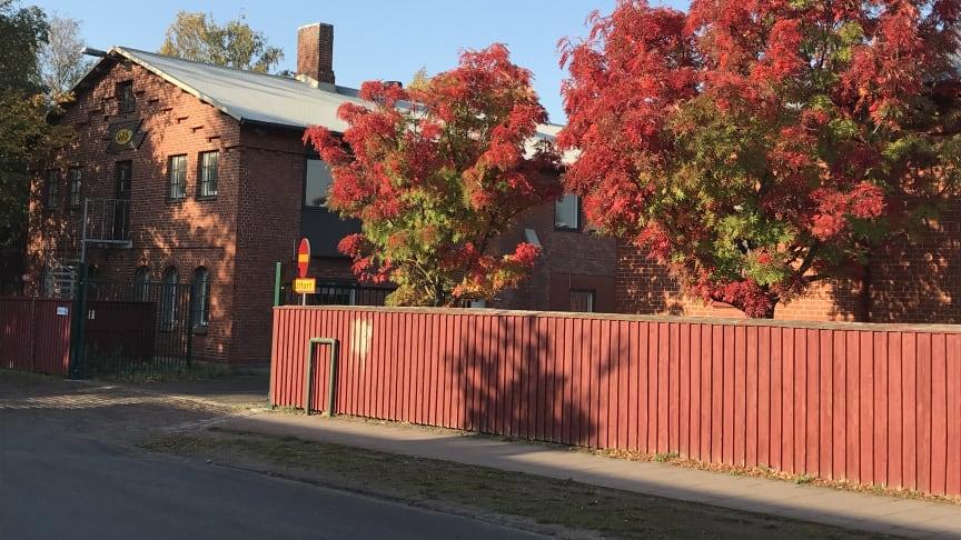 I det gamla gasverket finns Ungdomens hus. Byggnaden ska demonteras, marken saneras  sedan ska byggnaden återuppbyggas. Foto: Karin Persson, Länsstyrelsen Skåne