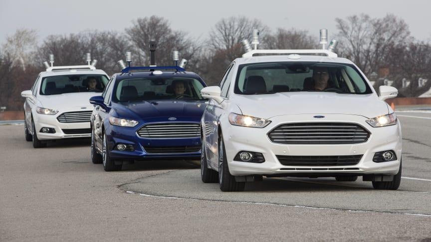I løpet av fem år vil Ford masseprodusere en selvkjørende bil uten verken ratt, bremser eller girpedal.