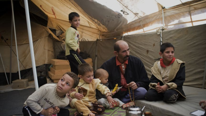 Syriska flyktingbarn möter vintern utan skydd, värme och ordentliga kläder