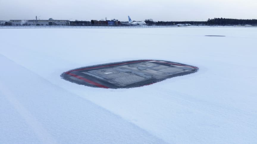 Heated plates ensure that our hatch pits remain operational in snowy conditions.