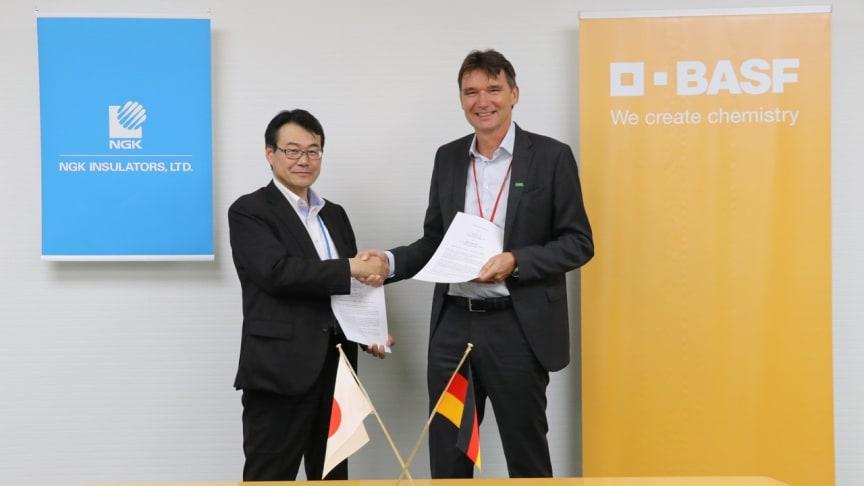 Left: Tatsumi Ichioka (NGK INSULATORS, LTD)  Right: Dr. Frank Prechtl (BASF New Business)