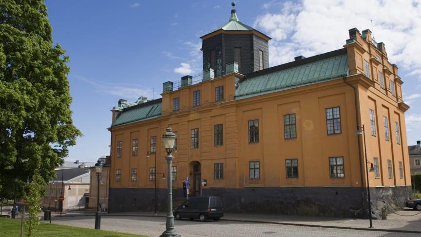 Gamla gymnasiet invigt år 1759. Uppfört efter ursprungliga ritningar av Carl Hårleman. Foto: Lars Sjöqvist/Värmlands Museum