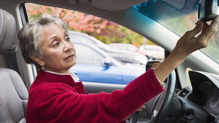 Während Corona: Über 65-jährige Frauen suchen 81 Prozent häufiger nach Fahrzeugversicherungen