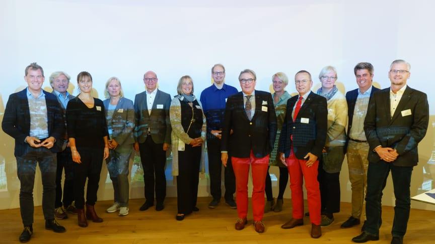 v.l.: Vorstandvorsitzender Dr. U. Kämpfer, U. Wanger (Geschäftsführer Kiel-Marketing), N. Claus, E. Wirth, W. Homeyer, U. Jacobsen, P. Böhm, W. Erichsen, K. Bergfeld, V. Sindt, R. Giese, T. Pekrun und S. Grote.