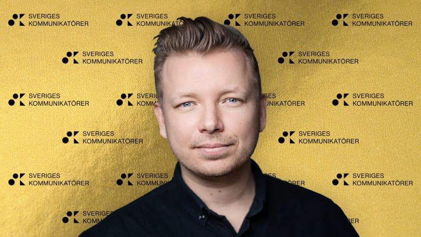 Journalisten Emanuel Karlsten uppmärksammades för att han utmanat stora aktörers kommunikation under pandemin. Foto: Stina Stjernkvist