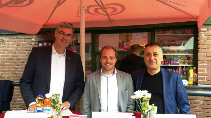 Markus Schlüter (stellv. Regionaldirektor), Sebastian Eck (Abteilungsleiter Event bei der RTG) und Kazim Calisgan (Kurator für die Sparte Weltmusik) bei der heutigen PK