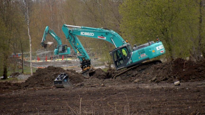 NCC ligger långt efter tidsplanen för Järva begravningsplats, ändå räknar kyrkogårdsförvaltningen med att projektet förbrukar 35 miljoner mer än beräknat 2021. Foto: Merja Louka