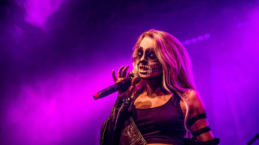Scarlet från Uppsala uppträder på Nemis-scenen på Sweden Rock Festival 2019.  Foto: Lasse Johansson