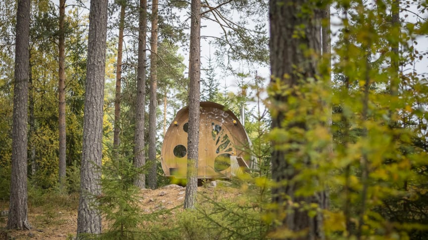 """""""Oddis Öga"""" is one of two treehouses at Näsets Marcusgård in Furudal. Photo: Visit Dalarna."""
