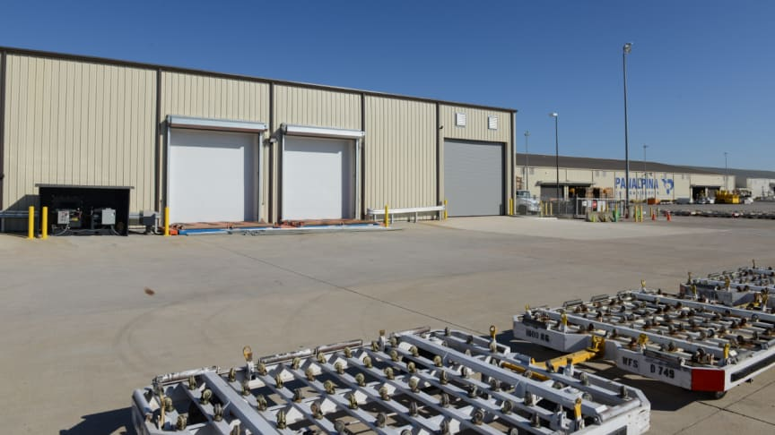 The new perishables facility (left) at Huntsville, Alabama with direct tarmac access was built right next to the existing Panalpina premises.