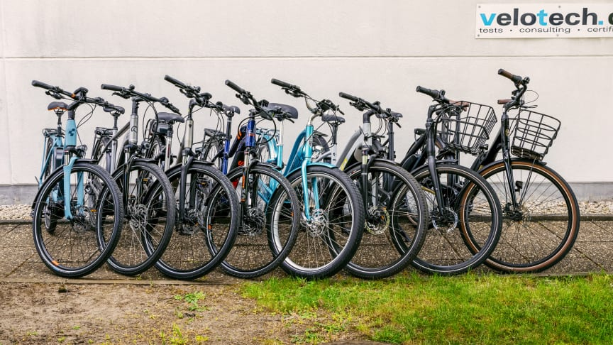Technical laboratory test of eight city/commuter bicycles in the mid-price range