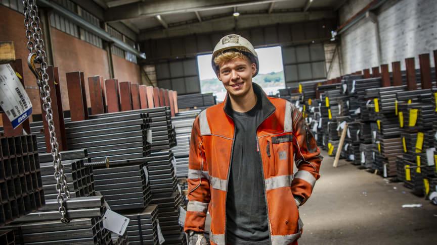 Mikkel Kjær arbejder som lager- og logistikoperatør. foto // Ulrik Burhøj Jepsen