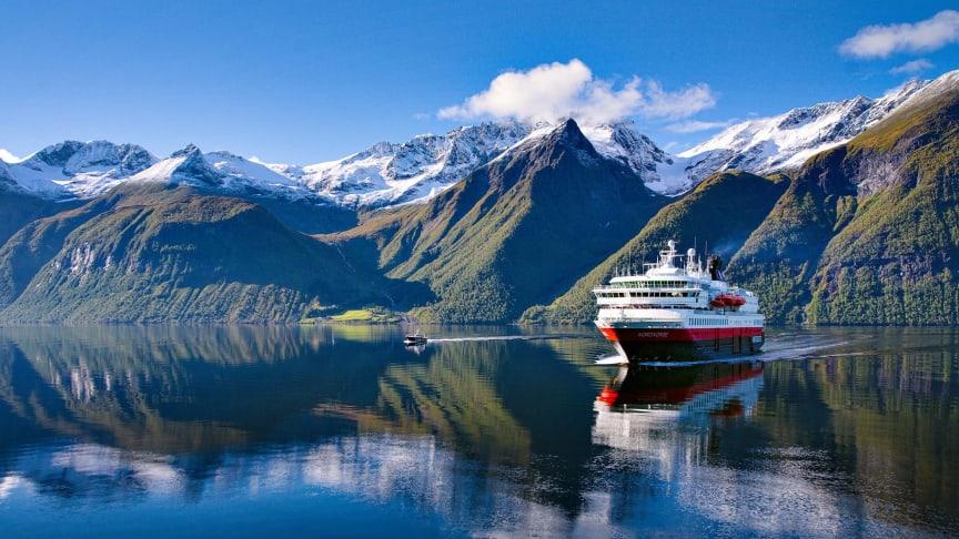 Hurtigrutens 125-årsjubileum er plastfritt fra Svalbard i nord til Seattle i vest og Hong kong i øst. Foto: Erika Tiren