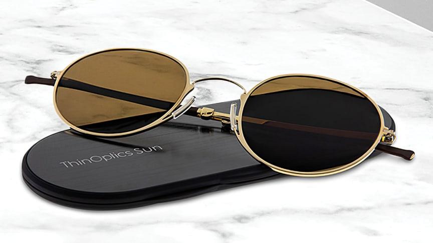 Solglasögonen blir extremt platta och får enkelt plats i jeansfickan