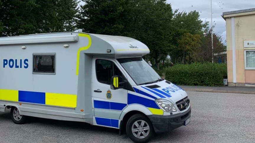Polisen var på plats på Källebergsskolan på fredagen och kommer att vara tillgänglig i centrala Eslöv i helgen och den närmaste tiden.