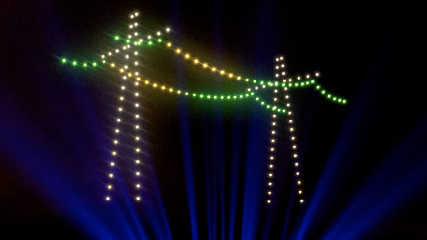 """Eintrag ins Guinness Buch der Rekorde: 150 Drohnen fliegen die meisten Formationen zum Start der Kampagne """"Netze für morgen""""."""