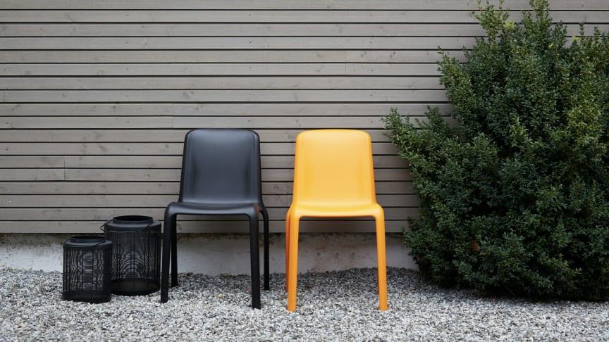 Velg farger du kan leve med en stund på uteveggen. Møbler og tilbehør kan fint få en annen tone. Liker du ikke grått? Sjekk våre farger nedenfor.