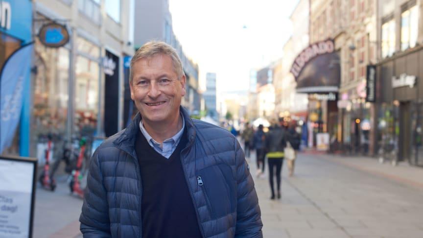 En gledens dag! Adm.dir. Bjørn Næss er glad for at butikker og kjøpesentre i Oslo igjen kan åpne dørene!
