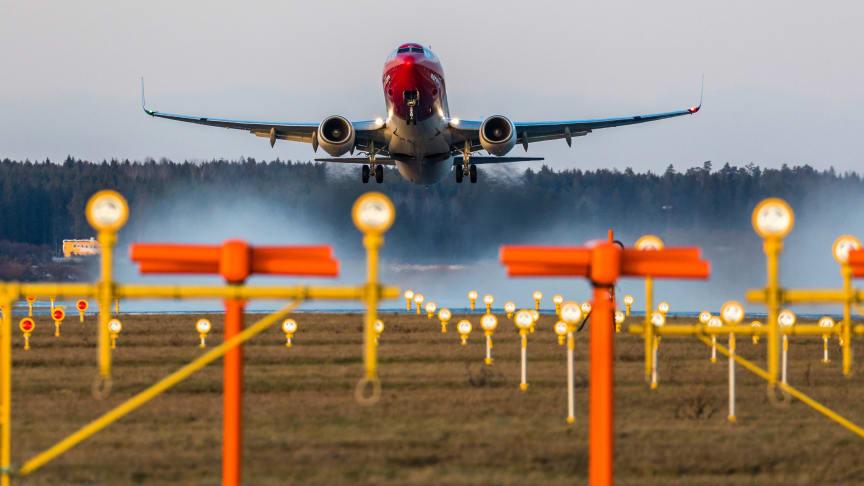 Norwegian Boeing 737-800   Fotograf: David Charles Peacock