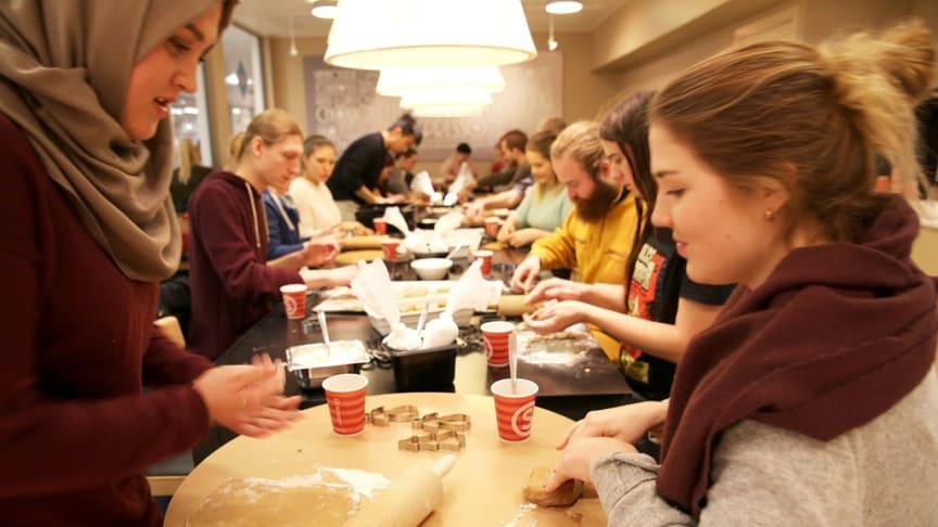SiO Mat og Drikke inviterer studentene til å bake påskecookies på Deiglig Bakeri, Frederikkebygget, Blindern