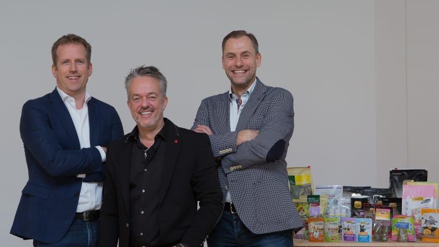 Schauen optimistisch in die Zukunft: v.l. Folkert Schultz (Geschäftsführer der Fressnapf-Gruppe), Torsten Toeller (Unternehmensgründer und -inhaber sowie Vorsitzender des Verwaltungsrates) und Dr. Hans-Jörg Gidlewitz (Geschäftsführer).