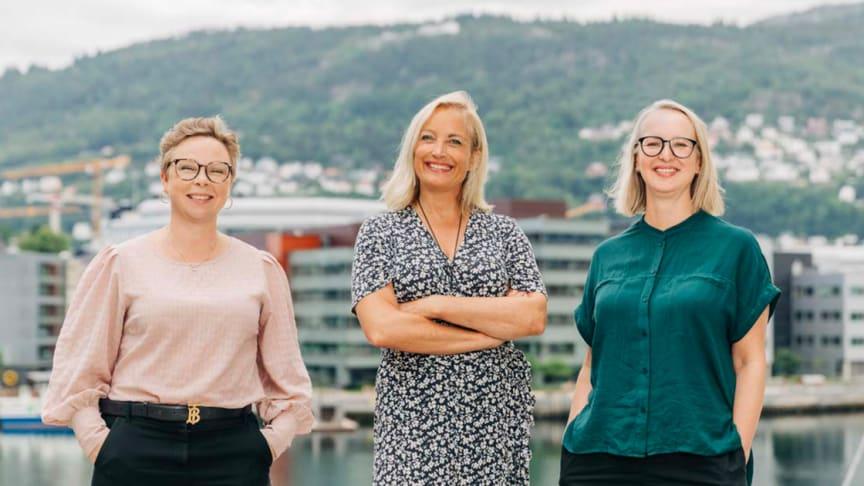 Fra venstre: Anette Urhamar fra Sopra Steria er strålende fornøyd med å få  Lise K. Jæger, leder for Labs Marketing og Stine Vinnes, leder for Labs Tech & Design om bord.