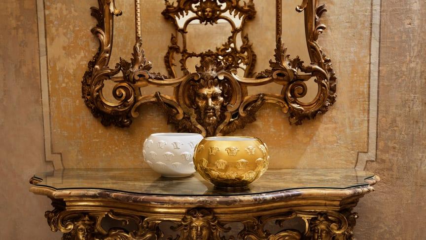Weiß, Gold oder nur mit einem goldenen Akzent: die Rosenthal meets Versace Schale Kaleidoscope zieht die Blicke auf sich, egal in welcher Ausführung.