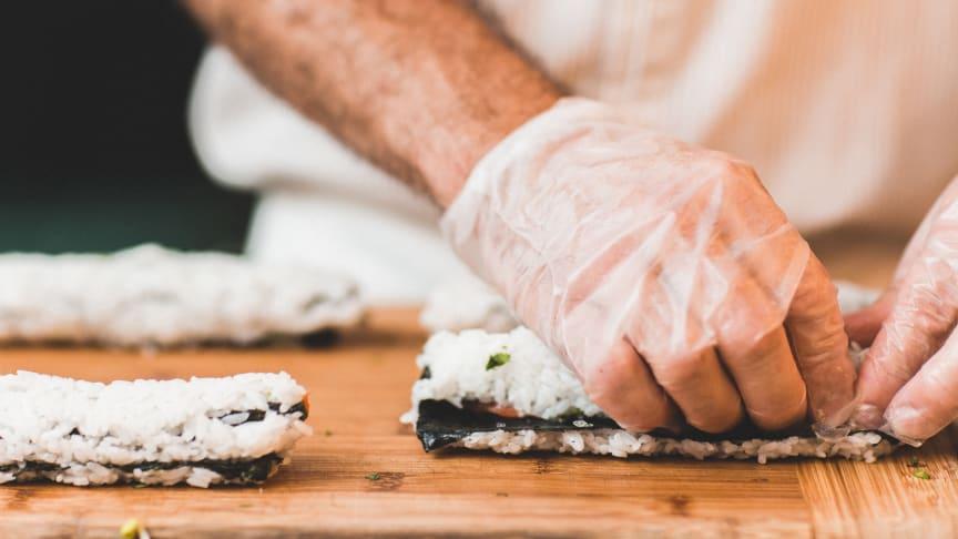 Somliga engångshandskar kan vara olämpliga för att hantera vissa typer av livsmedel