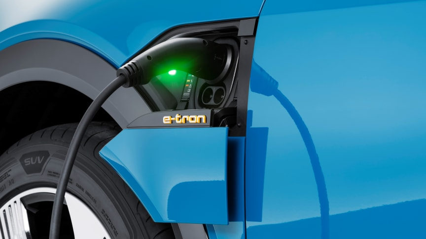 Audi e-tron (Antigua blue) opladning