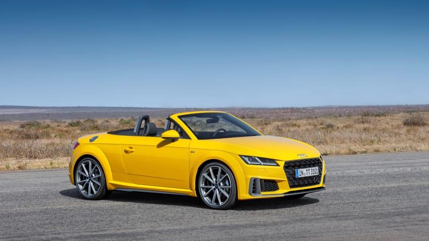 Audi TT Roadster S-line (vegasgul) statisk skråt forfra