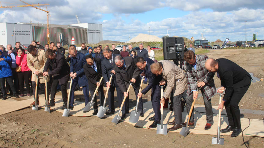 Groundbreaking for the world's largest methanol fuel cell factory by the founders and close business partners