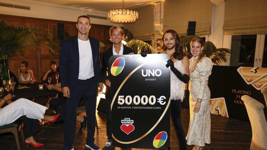 """Beim Event UNO """"Playing for Good"""" wurde eine Spendensumme von 50.000 Euro für BILD hilft e. V. """"Ein Herz für Kinder"""" erzielt."""